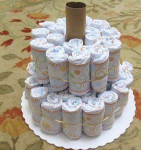 Двухъярусный торт из памперсов