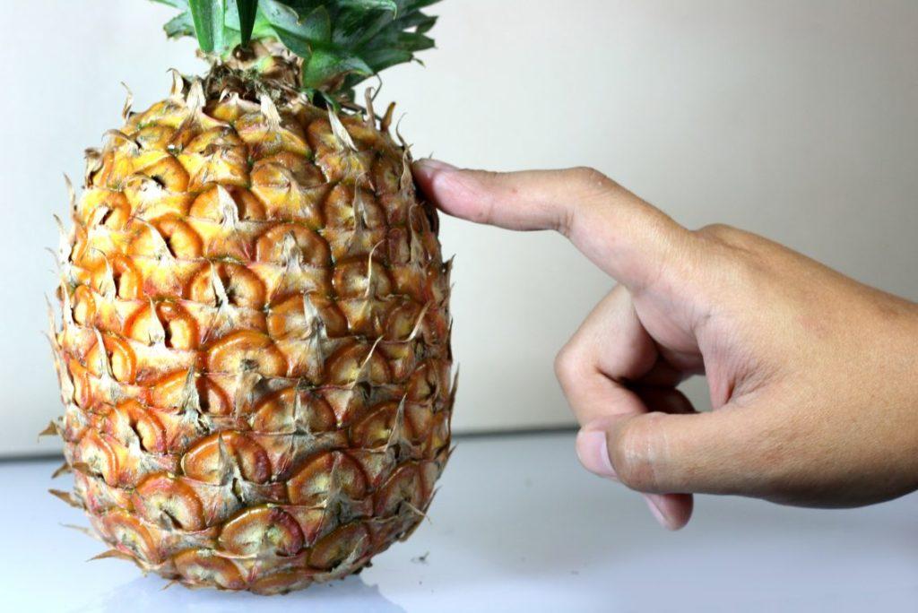 Выбираем ананас