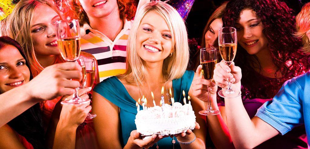 знакомую девушку с днем рождения в прозе короткие