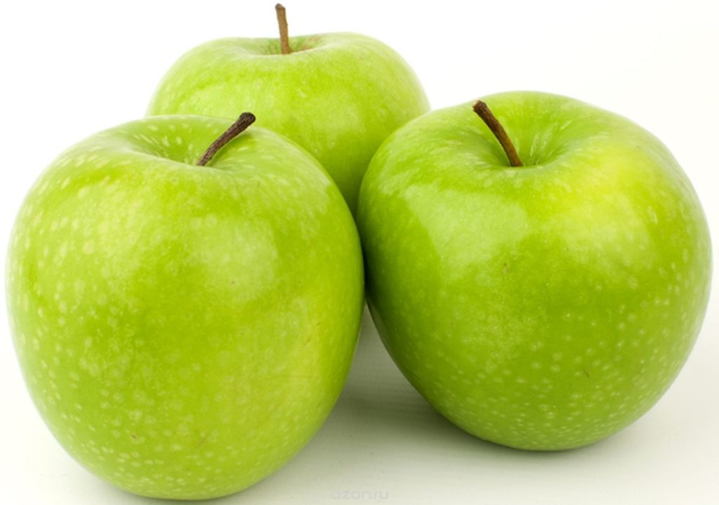 Рвать яблоки с дерева или подбирать их с земли