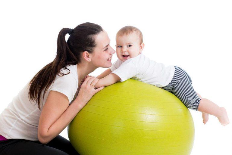 Польза фитбола для грудничка