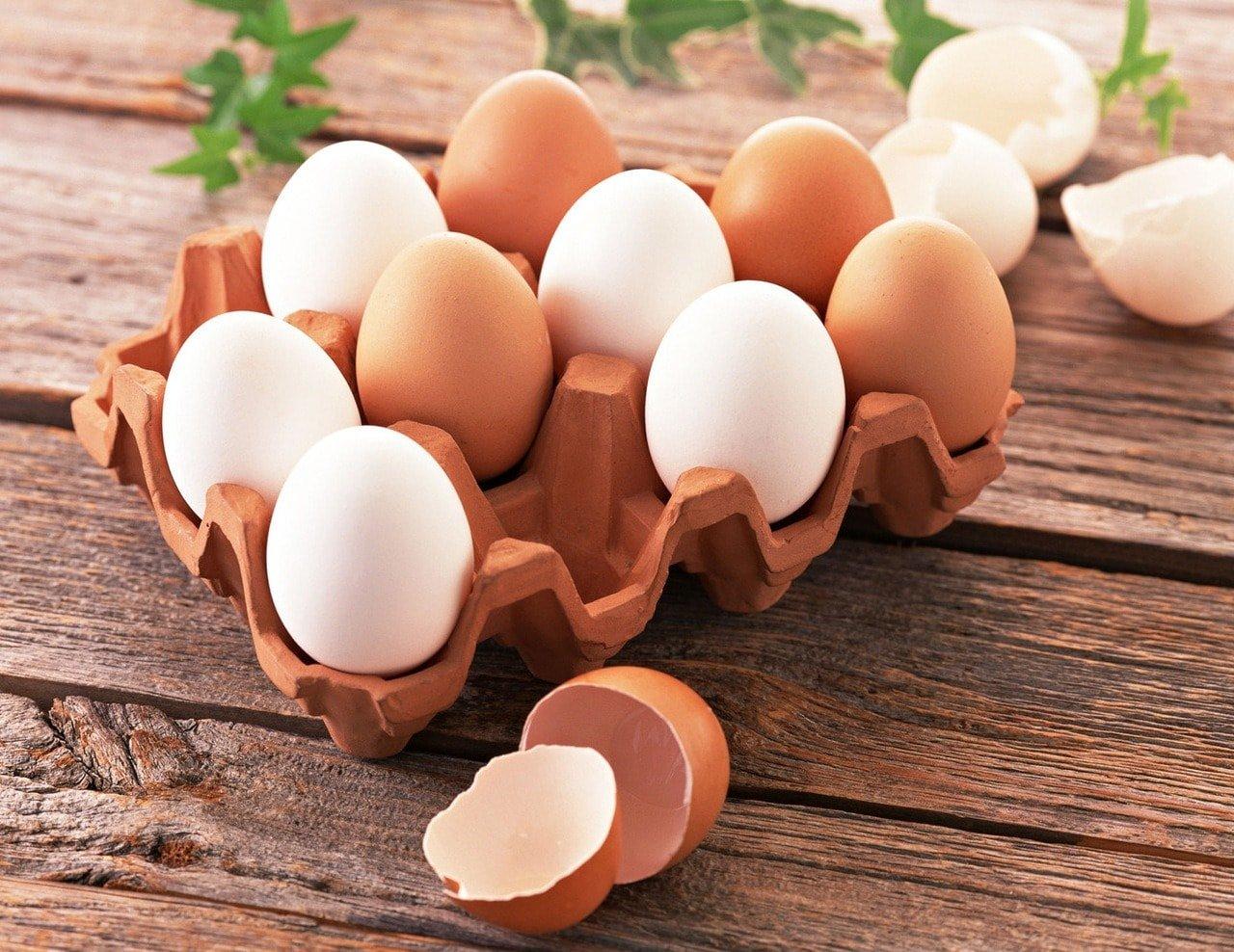 Как проверить сырые яйца в воде на свежесть в домашних условиях