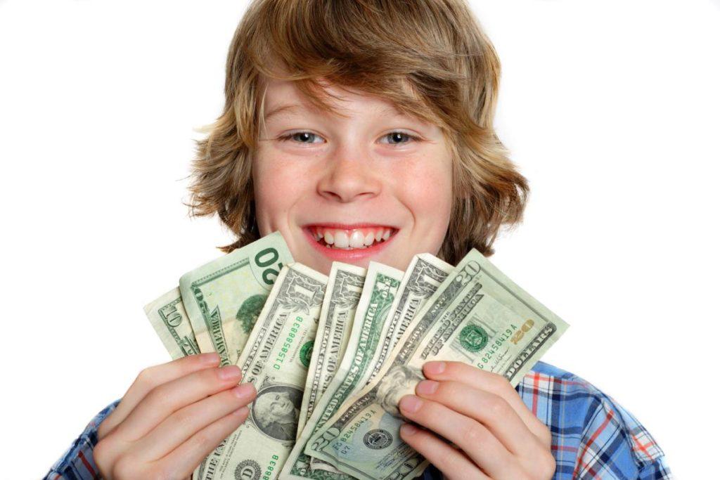 Стоит ли дарить деньги ребёнку?