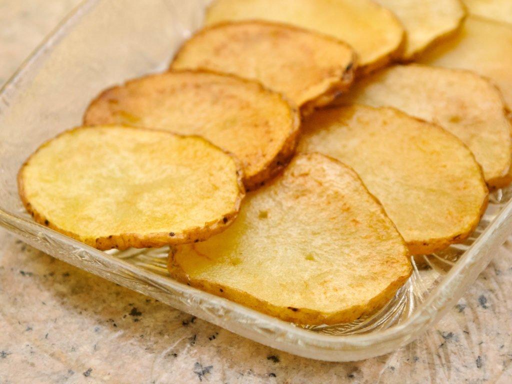 Как приготовить картофельные чипсы?