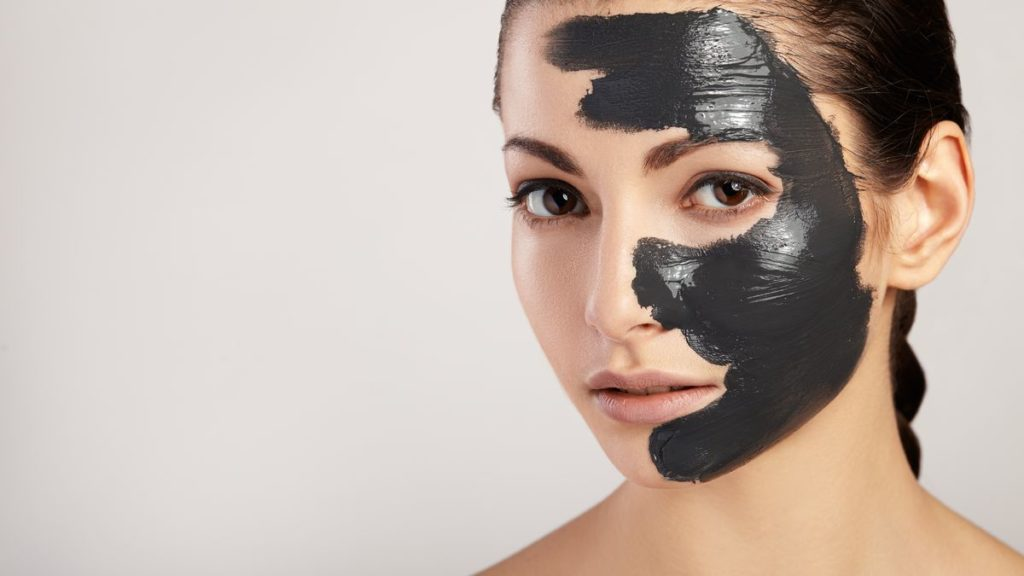 Mask with activated carbon