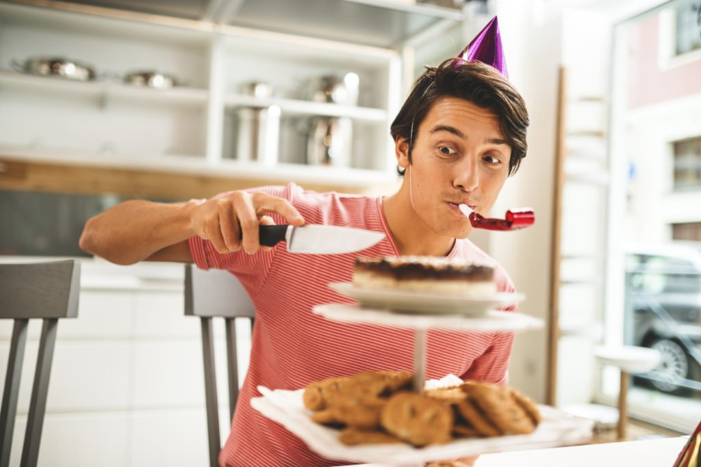 Как можно поздравить мужа с днем рождения?