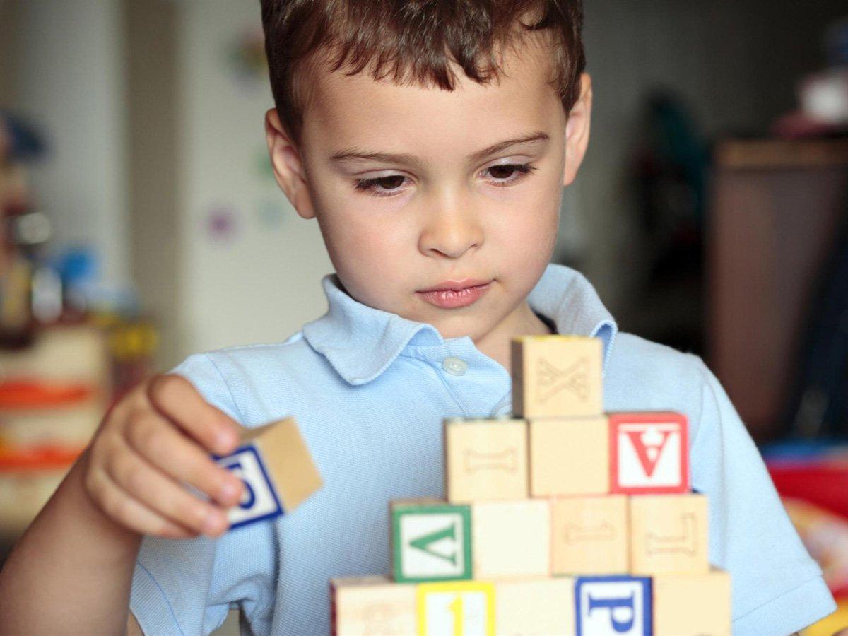 Признаки аутизма у детей развитие симптоматики по возрасту прогноз на выздоровление