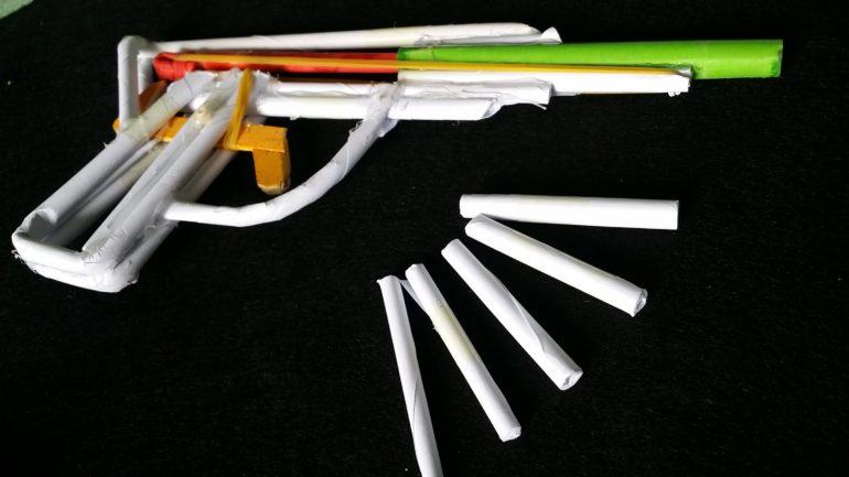 Стреляющий пистолет из бумаги