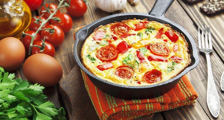 В чём разница между обычной пиццей и блюдом на сковороде?
