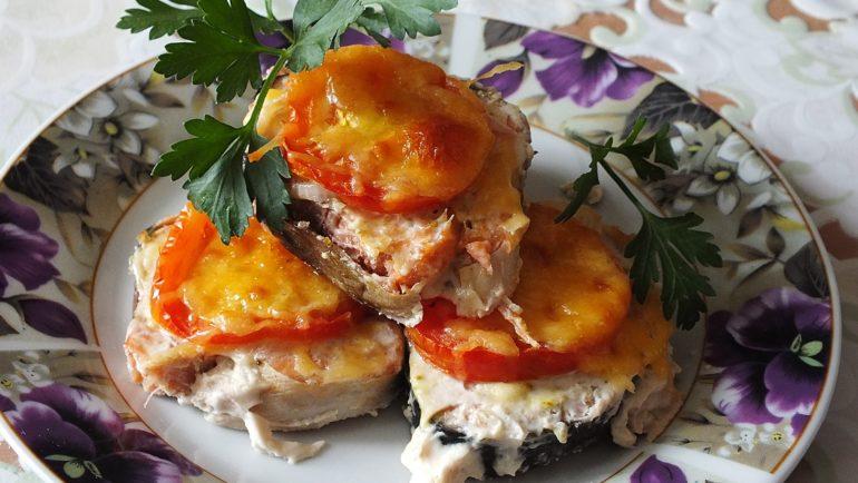 Горбуша в фольгес овощами и сыром