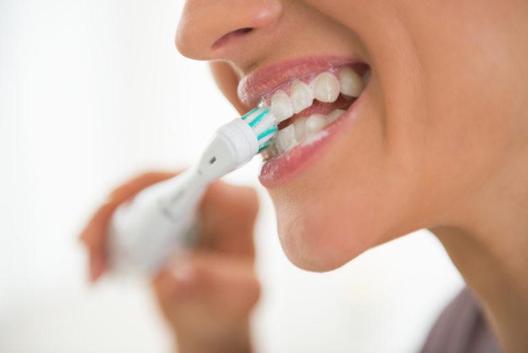 Электрическая зубная щетка