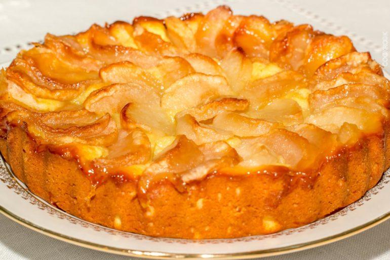 Классический яблочный пирог из песочного теста
