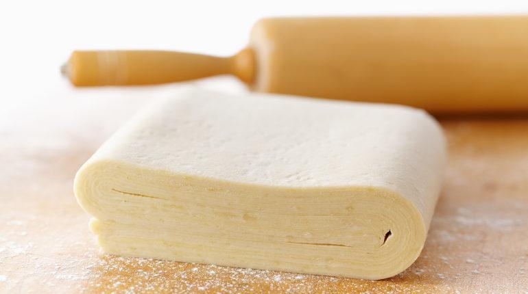 Как готовится слоеное тесто?