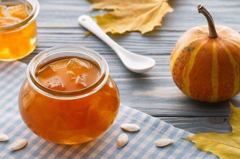 Варенье с дополнением в виде яблок