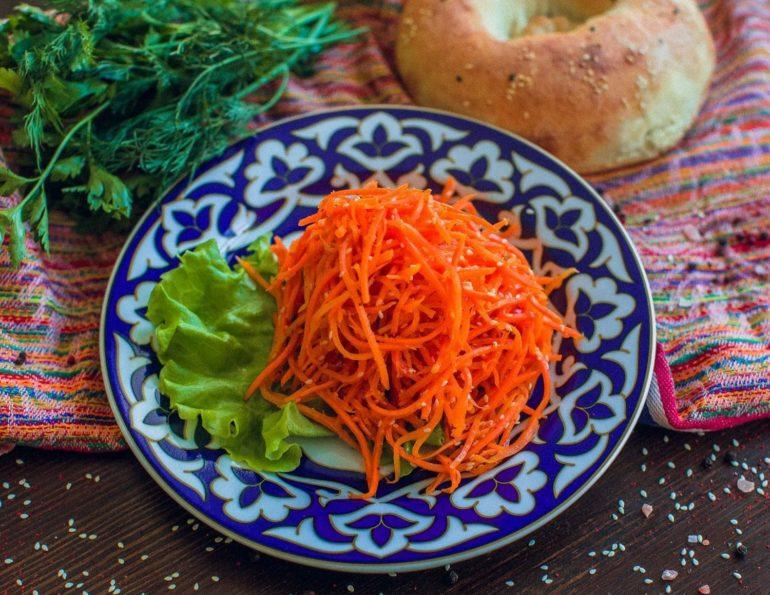 Как приготовить морковь по корейски?