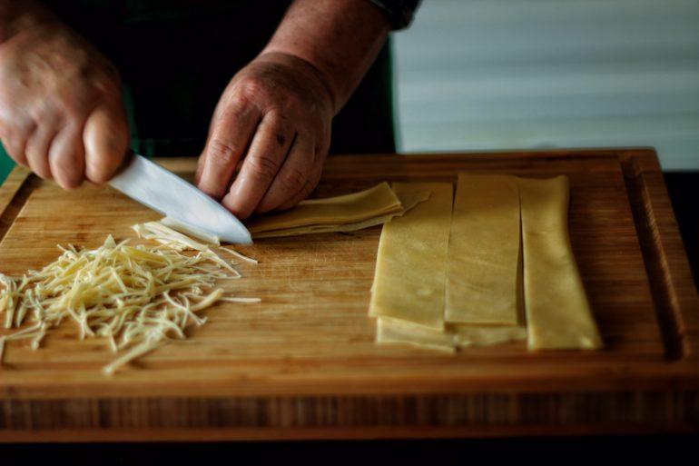 Как нарезать и сколько варить домашнюю лапшу?