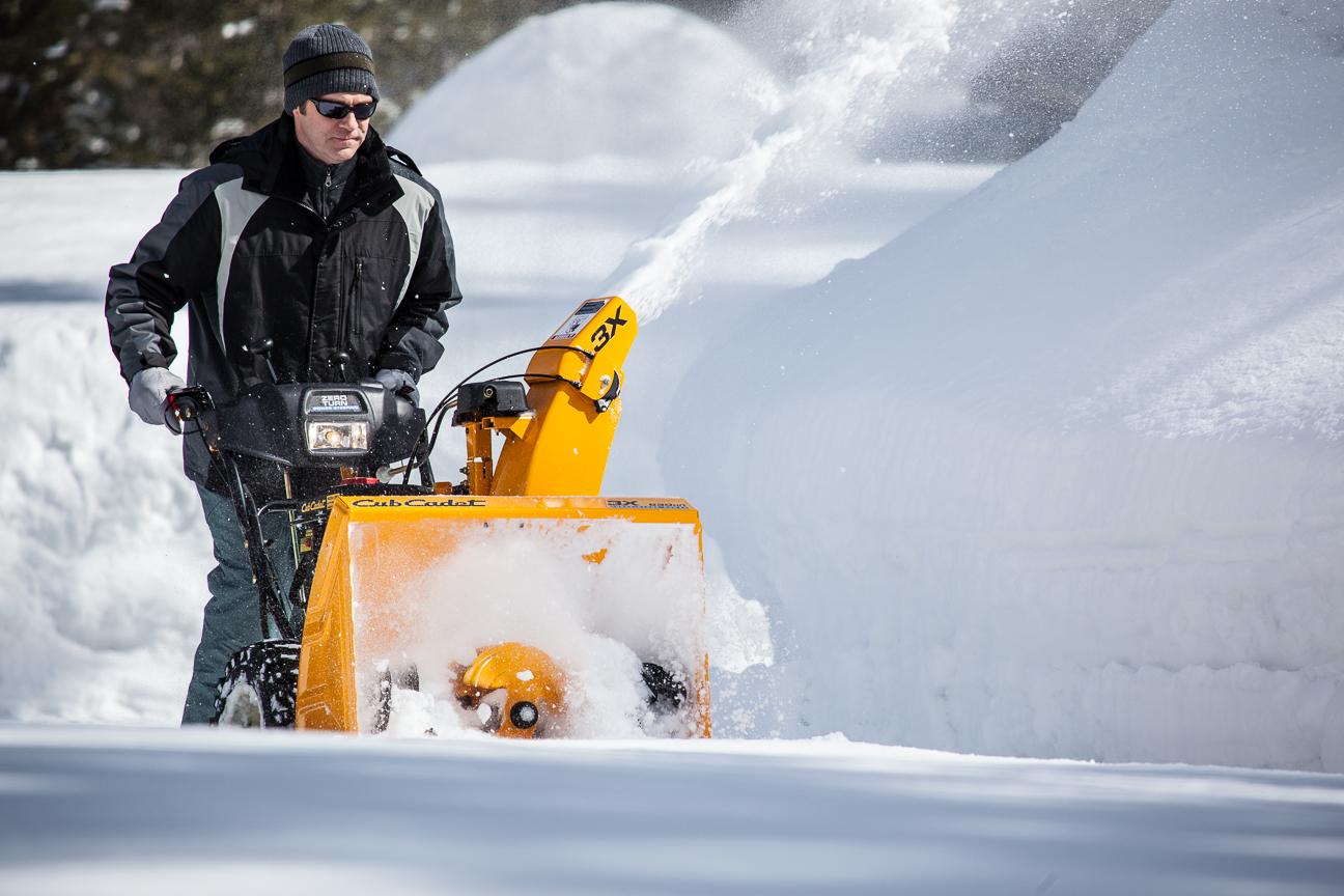 Самоходный бензиновый снегоуборщик рейтинг лучших моделей снегоуборочных машин снегоочистители со щеткой Как выбрать профессиональную модель