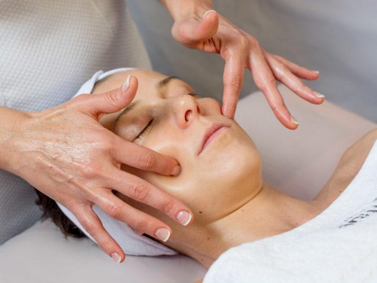 Как проводить лимфодренажный массаж дома?