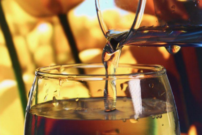 Как заставить себя пить воду