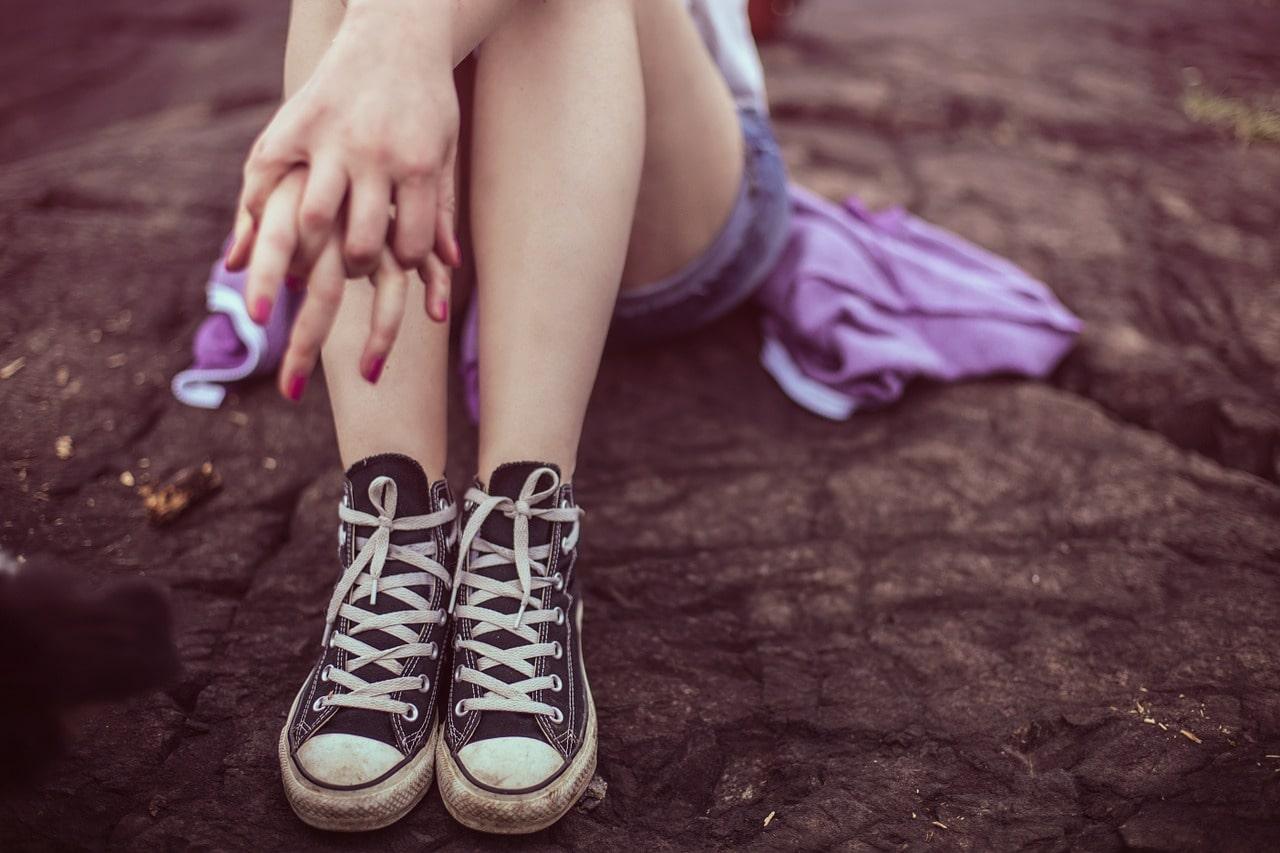 Как скрыть синяки на ногах