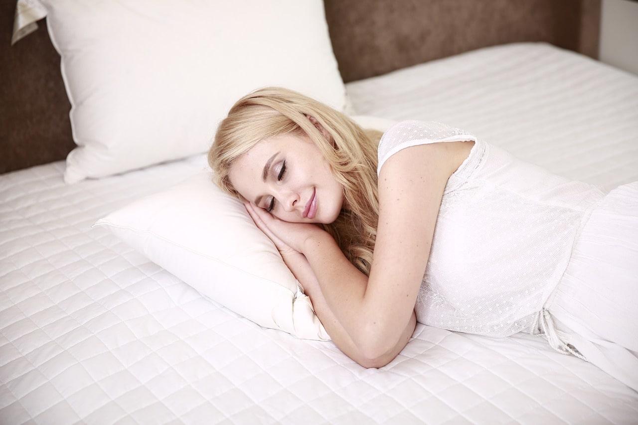 Можно ли спать на правом боку