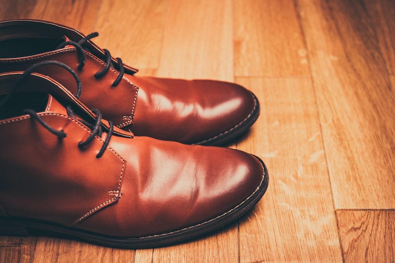 Как убрать складки на кожаной обуви