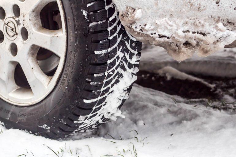 Можно ли купить и поставить зимнюю резину только на два колеса