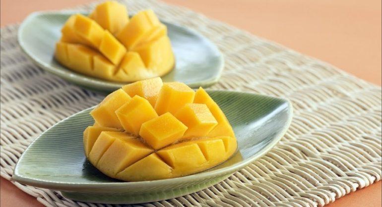 С помощью мангорезки