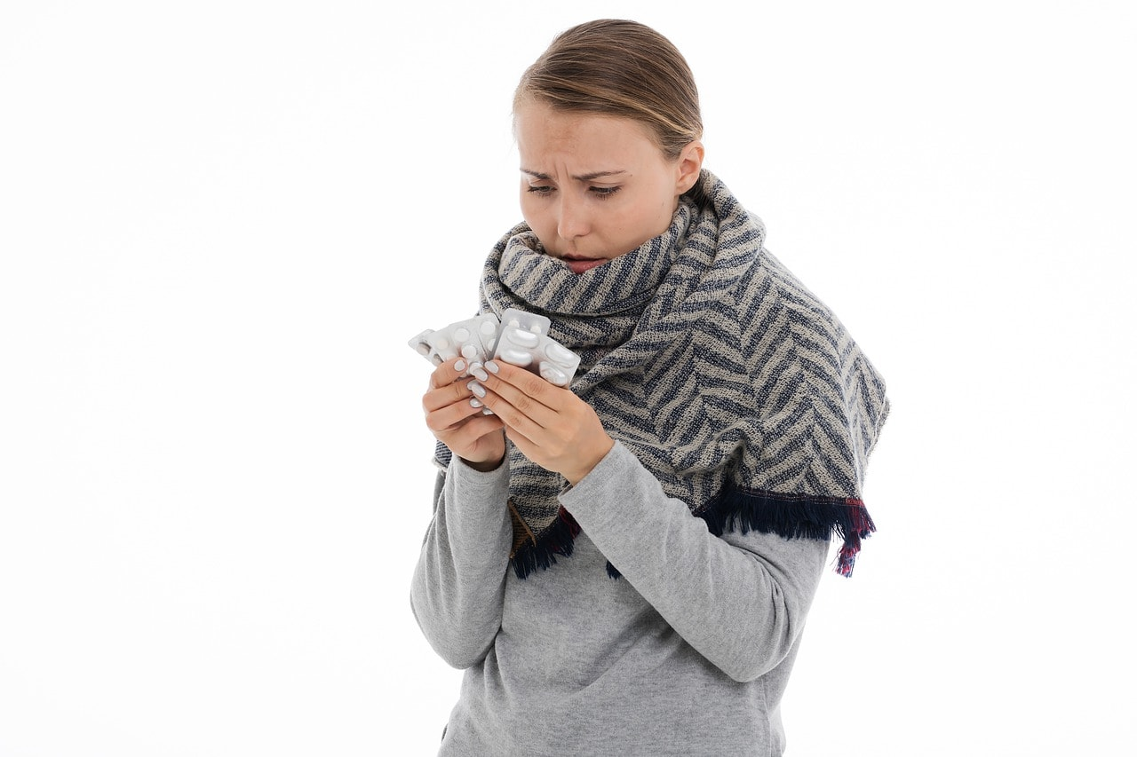 Лечение ОРВИ у взрослых препаратами: недорогие, но эффективные лекарства от гриппа