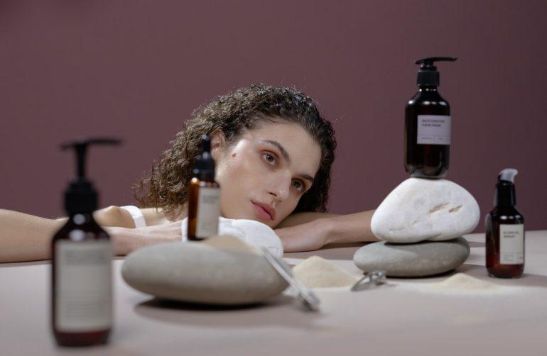 Чем шампунь для окрашенных волос отличается от своих «собратьев»